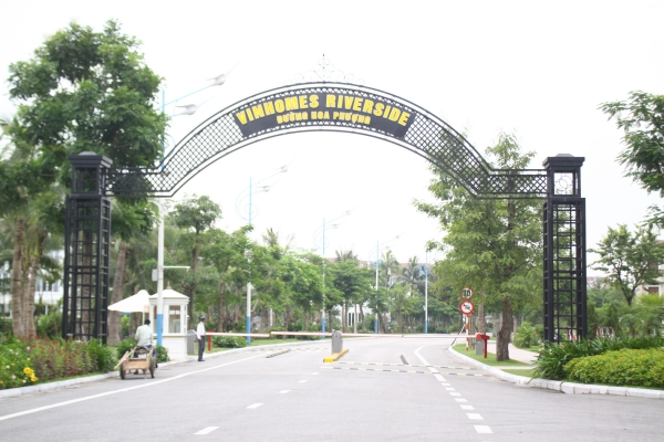 Main gate of Flamboyant villas in Vinhomes Riverside
